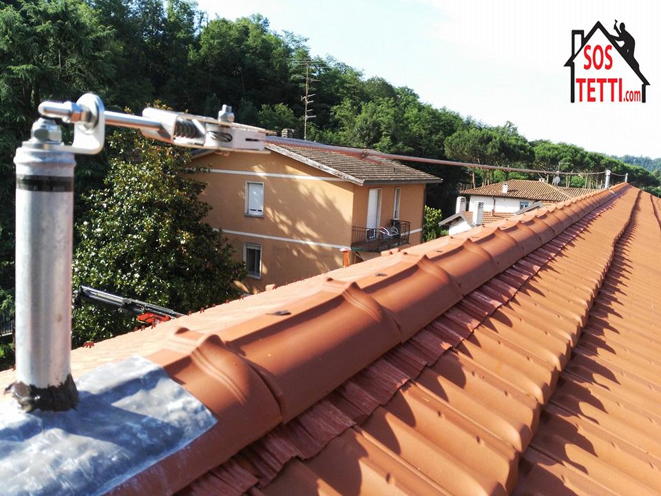 Linea di sicurezza montata sul colmo del tetto